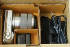 Corpo macchina con ottica in kit 18-55 f3.5/5.6, flash, cavo usb, tracollina, alimentatore con cavo, batteria.