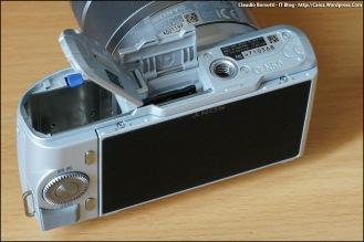 Vista dal basso con alloggiamento batteria e memoria SD/MS